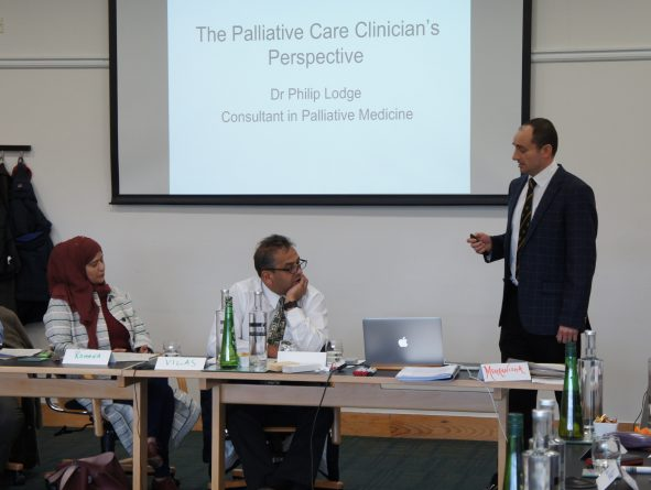 <p>Dr Philip Lodge speaking with Vilas and Romana</p>
